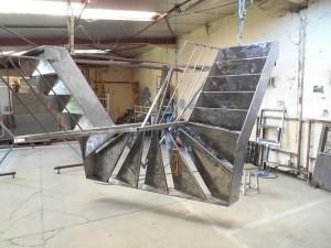 escalier tout acier tout soudé a l'atelier avant peinture