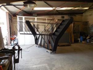 escalier tout acier tout soudé a l'atelier pret a partir