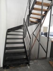 escalier tout acier tout soudé mise en place