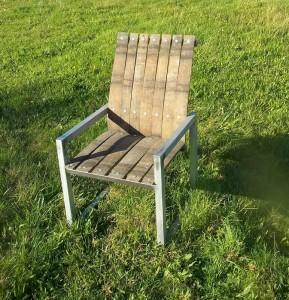 fauteuil-vin-jaune-dehors-289x300