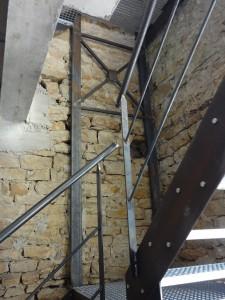 poteaux-et-escalier-vu-du-rdc-225x300