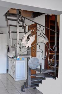 Chez Lilas et Georges vue-general-escalier-metallique-acier-lege-en-tube-et-marches-en-tole-199x300