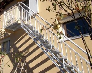 escalier metal marches caillebotis rampe ferronerie art deco au soleil