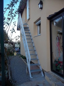 escalier metal marches caillebotis rampe ferronerie art deco face