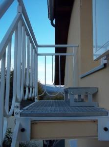 escalier metal marches caillebotis rampe ferronerie art deco palier derniere marche