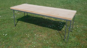 table bistrot dans l'herbe