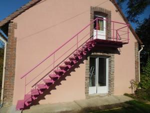 escalier exterieur limon central violet bruyere