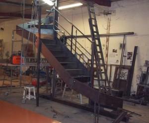 escalier limon en plats marches et contremarches en tole fabrication a l atelier