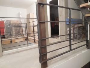 garde corps 1er etage entre poteau existant et escalier - garde corps autour mezanine